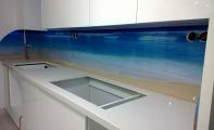 Mutfak tezgahı arka paneli. Farklı mutfaklar, şık çözümler. Özel,kırılmaz ve yanmaz camdan imal edilmiştir.