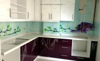 orkide baskılı mutfak camı. Tezgahların parlayan yüzü triadoor cam paneller.