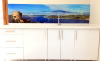 anadolu hisarı manzaralı mutfak, boğaz manzaralı mutfaklar, huzur veren mutfak dekorasyonları, huzur veren mutfak tasarımları, eğlancelı ve kullanışlı mutfak fayans çeşitleri, istanbul anadolu yakası mutfak arası cam fayans üretim, cam panel üretici firma