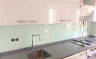 çimstone mutfak tezgahı ve tezgah arkası cam panel uygulaması, imalattan cam paneller
