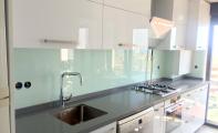 mutfak arası beyaz cam panel, beyaz cam kaplama