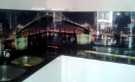 Mutfak tezgahı ocak arkası kırılmaz cam kaplama. Cam karo, cam panel,