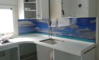 Dekoratif 3D boyutlu cam paneller yüzlerce kusursuz resim seçeneği sunan günümüzün nano teknoloji ürünüdür. Mükemmel derecede mukavemetli bir ürün olan Triadoor 3D cam paneller ısıya neme ve darbeye karşı rakibi olan fayans -karo taş ve mozaiğe oranla minimum 10 kat daha dayanıklıdır