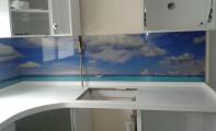 Mutfak tezgahı üstü manzara baskılı dekoratif panel cam kaplama. Mutfaklarınız daha geniş daha hijyenik ve daha sağlam.. Triadoor manzara resim baskılı cam mutfak arası.