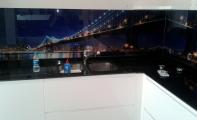 Mutfak dolap altı tek parça resimli cam kaplama, mutfak tezgah arası cam panel, Triadoor 3Boyut cam dekorasyon. Estetik ve sanatsal görünümler.