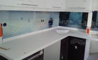 Resim baskılı cam panel kaplamalar özellikle küçük mutfak alanlarına oldukça ferah bir hava katar. Siz mutfağınızdan hangi manzarayı seyretmek isterdiniz? Geniş arşivimizden resminizi belirleyin yeterli.