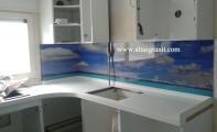 Tezgah arkası özel dijital baskılı cam paneller. Yüzlerce resim seçeneği ile ölçünüze göre imal edilebilmektedir.