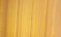 Beyaz Onix, white onyx marble, beyaz onyx mermer ışıklı görseli, arka yüzeyinden ışık verilmiş vein cut kesim beyaz onyx mermer görseli, onyx mermerin arkasından verilen ışık rengine göre mermerin ön yüzeye yansıttığı renkte değişmektedir. beyaz ışık işe sarı ışık arasında mermerin görselliği oldukça değişmektedir.