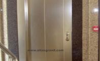 granit asansör kapı kaplamaları, iş merkezleri ,hastaneler, avm ve şirket binalarında tüm mekanlarda asansör kapılarının dış kaplamaları için granit kullanılmaktadır.