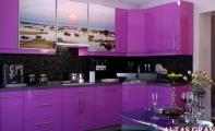 Mutfak tezgahının arka yüzey kaplaması için farklı, sağlam, şık ve hijyenik çözüm arayanların tercihi tekparça özel camdan imal edilen Triadoor Mutfak Panel ve dolap kapak kaplaması çözümleri.