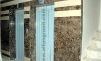 otel asansörleri için granit mermer kapı kaplaması, emperador dark granit ve bursa bej mermer karma asansör kapı tasarımı, göz alıcı ve kullanışlı olan asansör kapı kaplamalarında granit tercih edilmektedir, asansör kapı kaplamalarında granit tercih sebebi yıllarca parlaklığını muhafaza edebilmesidir,