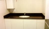 Çimstone kristal taneli siyah renkli SAVANA modeli banyo tezgahı. Orjinal Çimstone ürünü 2cm kalınlık uygulama örneği.