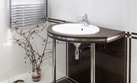 Çimstone Savana banyo tezgahı uygulaması. Krom ayaklı ve alın kaplamalı çimstone banyo uygulaması.