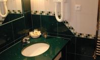 Çimstone İstanbul - Ataşehir uygulaması. Çimstone banyo tezgahı ve duvar kaplaması. Çimstone 1,2cm kalınlıktaki fayans karoları şeklindeki ürünleriyle duvar kaplamalarınında ideal malzemesidir.