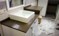 Çimstone kademeli banyo tezgah uygulaması. Çimstone kompakt (sıkıştırma) yapısı ile sıvı geçirmez.