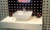 Çimstone ayaklı banyo tezgahı ve çimstone mozaik duvar kaplaması. Çimstone estetik ve şık görünümlü bir üründür. Çimstone Kadıköy yakası yetkili uygulama merkezi ALTAŞ Granit imalatıdır.