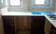cimstone 402 arcadia modeli beyaz mutfak tezgahı, çimstone 7 mohs sertlik derecesiyle çelikten sert bir yapıya sahiptir.