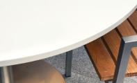 Çimstone yuvarlak masa uygulaması. 2 cm orjinal kalınlık olarak imal edilen Çimstone masa kenarları düz cialı olarak imal edilmiştir. Çimstone masa tabla yüzeyleri için ideal bir üründür.
