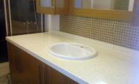 Çimston tezgah uygulaması için doğru tercih Altaş Granit Sanayi dir. Çimstone  Corian ve benzeri ahşap alt yapı destekli ürünlere göre çok ama çok fazla sert yapısı ile öne çıkan bir üründür. Çimstone yapısı gereği ancak çelik ve cam ile kıyaslanabilir. Çünkü dayanıklığı bu ürünler ayarında olan bir yüzey kaplama malzemesidir.