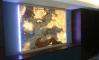 led ışıklandırmalı limon onyx plaka görseli, duvar panosu olarak kullanılan bu onyx elit iç dekoratörlerin tercihi olmaktadır. şık ve tamamlayıcı onyx mermer seçeneklerini Altaş Mermer de bulabilirsiniz. istanbul onyx mermer, kadıköy onyx mermer, onyx mermer imalatı ve  işçilikleri, onyx mermer renk seçenekleri