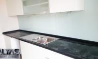 Modern mutfaklarda kullanılan cam panellerde renk sınırlaması yoktur. Triadoor mutfak arası cam paneller eksiz olup temizliği çok kolaydır. cam paneller leke tutmaz ve çizilmezdir. Ayrıca kırılma direnci oldukça fazladır.