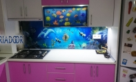 Mutfak tezgah arası yepyei çözümler. Triadoor 3D mutfak panelleri. 3Boyut hissi veren HD kalite resim baskısı yapılan özel üretim cam panel kaplamaları.