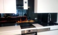 Mutfak tezgah arkalarına şık ve hijyenik çözümler.. Cam panel kaplamalar. Resimli veya düz renk seçenekleri ile..