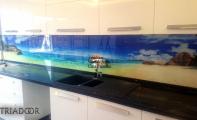 Modern mutfak çözümleri Triadoor cam panel kaplamaları. Akşam yemeğini Maldiv kıyılarında yemeniz mümkün. Seçtiğiniz, sevdiğiniz neresi varsa artık mutfağınıza banyonuza odalarına getiriyoruz. Temizliği kolay Triadoor cam paneller ile modern mutfaklar elde etmek mümkün. Cam paneller leke tutmaz , kolay silinir ve kullanışlıdır. Manzara ve renk seçenekleri için www.triadoor.com adresimizi ziyaret ediniz.