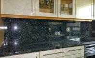 Granit Blue Pearl GT. Mutfak Tezgahı ve Tezgah Arkası Panel Uygulaması. Granit doğadaki en sert madenlerden biridir, mutfak ve banyolar için ideal yüzey kaplama ürünlerindendir.