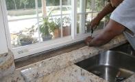 Granit Mutfak Tezgahı Uygulama Detayı. Sarı (Giallo) serisi granit ürün.Granit mutfak tezgahlarının işçilik ve uygulamaları hassasiyet gerektirir.
