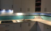 mutfak arkası resimli fayans, deniz ve ada resimli mutfak arkası cam fayans , cam panel