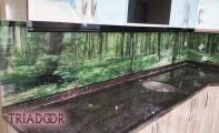 orman manzarası mutfak tezgah alnı, tezgah alın kaplamalarında modern çözümler triadoor 3d cam paneller,