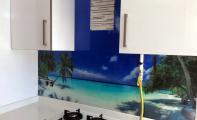 3D cam panel uygulamalarında yüksek derecede ısıl işlem görmüş kırılma direnci en üst düzey camlar kullanılır. Resim desen yada renk baskısı camın duvara gelen arka yüzüne yapılır. Ultraviole ışın destekli baskı solmaz, yanmaz yıllarca canlılığını korur. triadoor cam panellerde seçim yapabileceğiniz binlerce resim ve renk seçeneği mevcuttur.