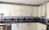 çiçek desenli cam mutfak paneli,mutfak paneli, mutfak arası cam,dekoratif cam paneller, resimli mutfak fayansları, resimli mutfak kaplaması, 3boyut mutfak kaplaması, 3D mutfak tezgah kaplaması, mutfak tezgah arası kaplama, modern mutfak fayans çözümleri, şık mutfak tezgahlarıi iç açıcı mutfak tasarımları