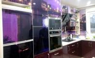Mutfak dolabı tezgah arası cam panel Triadoor. 6mm.kalınlığında kırılmaya dayanıklı temperli camdan ölçünüze göre özel üretim yapılmaktadır.