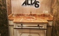 Kahverengi onyx mermer banyo tezgahı uygulaması. Brown onyx marble countertop application.