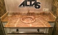 açık kahve oniks mermer banyo tezgahı ve lavabosu, onyx mermer dekoratif banyo tezgahı uygulaması, onyx mermer ve onyx mermer lavabo