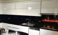 Isı ve darbe dayanımı yüksek camdan imal edilen Triadoor mutfak tezgahı cam panelleri istenilen renk ve görselde üretilir.Binlerce resim - desen - renk seçeneğine sahip bu ürünlerde resim ve baskının minimum 10 yıl solmama ve deforme olmama garantisi mevcuttur.