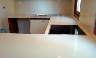 Çimstone Oasis mutfak tezgahı,çimstone mutfak arası panel kaplama, çimstone ada mutfak örnek uygulaması. Çimstone parlaklığını uzun yıllar korur, matlaşmaz.