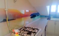 mutfak dekor cam imalatı kadıköy, renkli cam mutfaklar, mutfak arası düz renk cam kaplama, mutfak arası beyaz renk cam, mutfak arası düz siyah cam, renkli cam kaplama, renk ve logo baskılı cam, cama görsel baskısı kadıköy, kadıköy cam baskı, mutfak dolap kapaklarına resim baskı, kurtköy cam panel, kartal cam panel, sancaktepe cam panel, çekmeköy cam panel, şile cam panel, linea decor cam uygulama