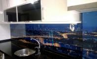 Mutfak tezgah mermer arkası manzara baskılı özel baskılı cam panel kaplama. İstanbul boğaziçi köprüsü baskılı cam tezgah paneli..
