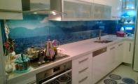 Mutfak tezgahları araları için derzsiz  hijyenik çözümler. Tezgah arası cam kaplama, mutfak tezgah - dolap arasında kalan bölümü ister seramik   ister fayans isterseniz de cam kaplama yaptırabilirsiniz. Hem daha şık durması bakımından  hemde  maliyeti bakımından mutfak tezgah arası cam kaplama tercih edilmektedir.