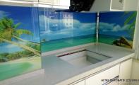 Mutfak Dolap arası Cam panel kaplama. Resim baskılı cam mutfaklar.