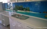 Mutfak tezgah üstü cam kaplama. Resimli mutfak arası panel kaplamaları.