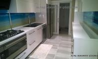 Mutfak tezgahı üç boyutlu cam paneller, yanmaz-kırılmaz camdan imal edilmiştir.
