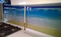 Dekoratif 3D boyutlu cam paneller yüzlerce kusursuz resim seçeneği sunan günümüzün nano teknoloji ürünüdür. Mükemmel derecede mukavemetli bir ürün olan Triadoor 3D cam paneller ısıya neme ve darbeye karşı rakibi olan fayans -karo taş ve mozaiğe oranla minimum 10 kat daha dayanıklıdır.