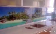 Ojinal Çimstone ürünü 900 Lapland modeli mutfak tezgahı ve tezgah arkası resimli cam panel kaplama uygulaması. İstanbul- Bizimkent 4 uygulama
