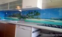 Mutfak dolap - tezgah arası şık çözüm TRIADOOR .. Mutfaklarınızda ferah ve hijyenik kullanım sağlar. Kırılmaz ve yanmaz camdan imal edilir.