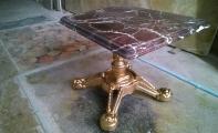 ELAZIĞ VİŞNE sehpa; döküm ayaklı elazığ vişne mermeri sehpa, elazığvişne mermer sehpa-masa, Altın rengi döküm ayak ve Elazığ Vişne mermer masa, ünlü elazığ vişne mermeri kullanarak sehpa ve masa tablalarını dekoratif olarak kaplayabilirsiniz,  Masa - sehpa - konsol -banyo tezgahı ve dresuar üstü yüzey malzemesi olarak Elaziğ mermeri kullanabilirsiniz. şık -estetik ve gözalıcı görünümlü Elazığ mermeri ideal bir iç mekan dekorasyon malzemesidir.