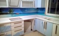 Mutfak için cam kaplama. Cam mozaik, cam fayans ve cam panel seçenekleri ile.. Seçtiğiniz görselin cama lazer sistemiyle baskısı yapılır, mutfak ve banyolarınız için muhteşem sonuçlar elde edilir.